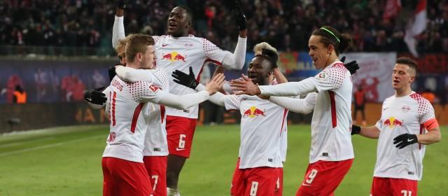 Bundesliga, il Bayern scivola a Lipsia. Schalke e Dortmund di misura