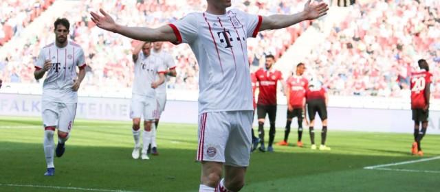 Bundesliga, Lewandowski da record. Reus e Sancho trascinano il Dortmund