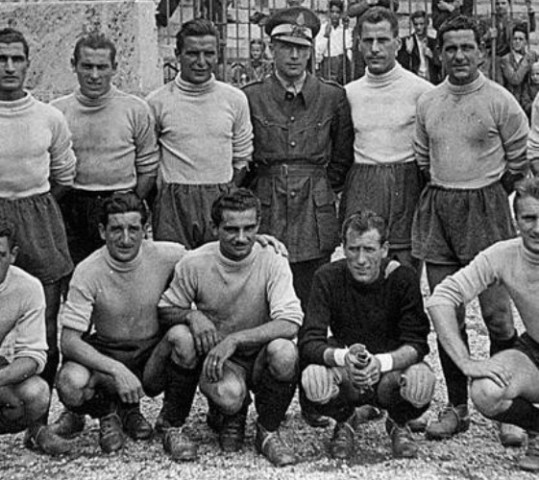 """La storia straordinaria dei Vigili del Fuoco di La Spezia """"campioni"""" d'Italia 1944"""